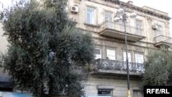 Снесенное уже здание по адресу пр.Нефтянников 95/97, Баку, 14 ноября 2009