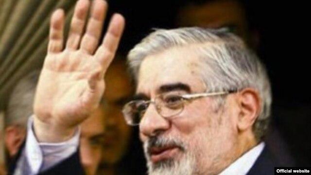Mir Hossein Musavi, a well-read prisoner