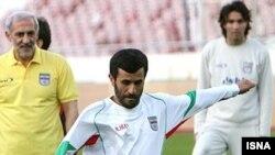 محمود احمدینژاد با لباس ورزشی