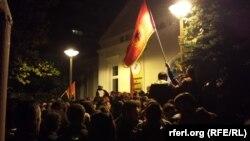 Protestat e Shoqatës së Veteranëve të luftës pranë rektoratit të Universitetit të Prishtinës.