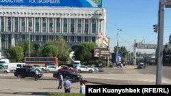 Полицейские на площади Республики в Алматы. 21 мая 2016 года.