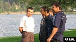 Андижанские беженцы в Чешской Республике, май 2006 года.