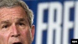 Джордж Буш напомнил, что США - нация иммигрантов, но предложил усилить контроль за границей