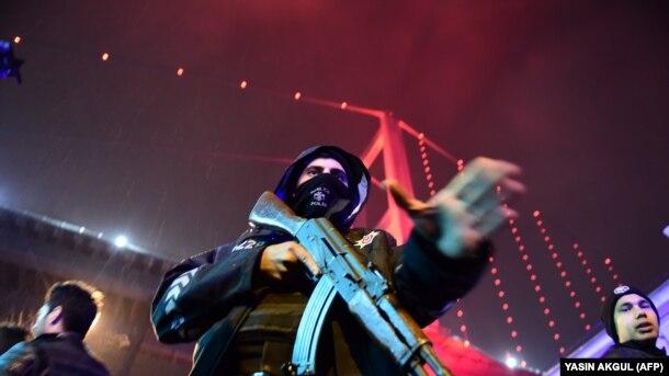 Antiterror polisi gecə klubunun yaxınlığında