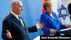 İsrailin baş naziri Benjamin Netanyahu (solda) və Angela Merkel