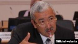 Кыргызстан - Исхак Масалиев, ЖК депутаты.