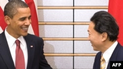 Japanese Prime Minister Yukio Hatoyama (right) meets with U.S. President Barack Obama in Tokyo today.
