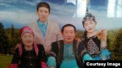 Адал Ахмет – переехавший из Китая в Казахстан этнический казах – со своей семьей.