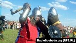 Під час лицарського турніру на фестивалі «Олексіївська фортеця» 29 липня 2012 року, фото О. Овчинникова