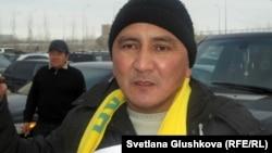 Тукболат Игасанов протестует возле Верховного суда Казахстана. Астана, 15 февраля 2013 года.