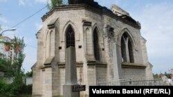 Capela gotică din cimitir