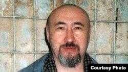 Диссидент Арон Атабек в СИЗО Алматы, вскоре после осуждения на 18 лет тюрьмы.