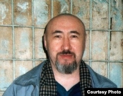 Диссидент Арон Атабек в алматинском СИЗО вскоре после осуждения на 18 лет тюрьмы. Февраль 2007 года.