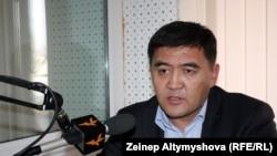 Ата жұрт партиясының жетекшісі, парламент мүшесі Камчыбек Тачиев. 2011