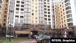 16 квітня журналісти зафіксували представників команди Зеленського, які зібралися в одній з квартир у будинку на Грушевського