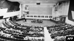 Samiti i parë në Helsinki më 1975