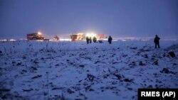 Поиски тел погибших и обломков самолета продолжались всю ночь