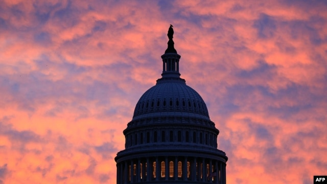 U.S. -- The early morning sun rises behind the US Capitol Building in Washington, DC, 22Oct2009