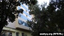 Девятиэтажный жилой дом, в котором расположена квартира, где живут Жанысбаевы. Шымкент, 31 августа 2016 года.