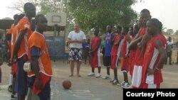 На баскетбольнай пляцоўцы
