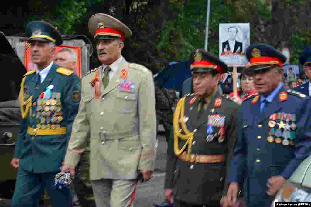 Алматыда 1988 жылдан бері тұрып жатқан Ауғанстан демократиялық республикасының бірнеше генералы да бүгін қалада өткен «Мәңгілік полк» шеруіне қатысты. 9 мамыр 2016 жыл.