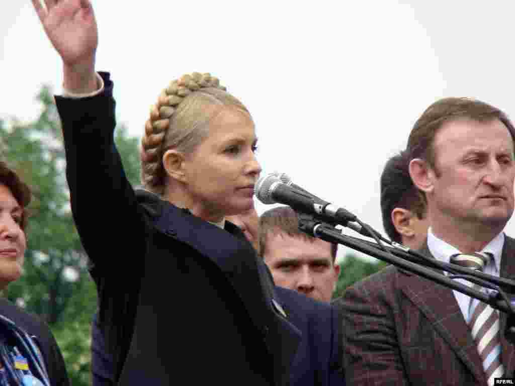 Юлія Тимошенко вийшла до мітингувальників останнью.