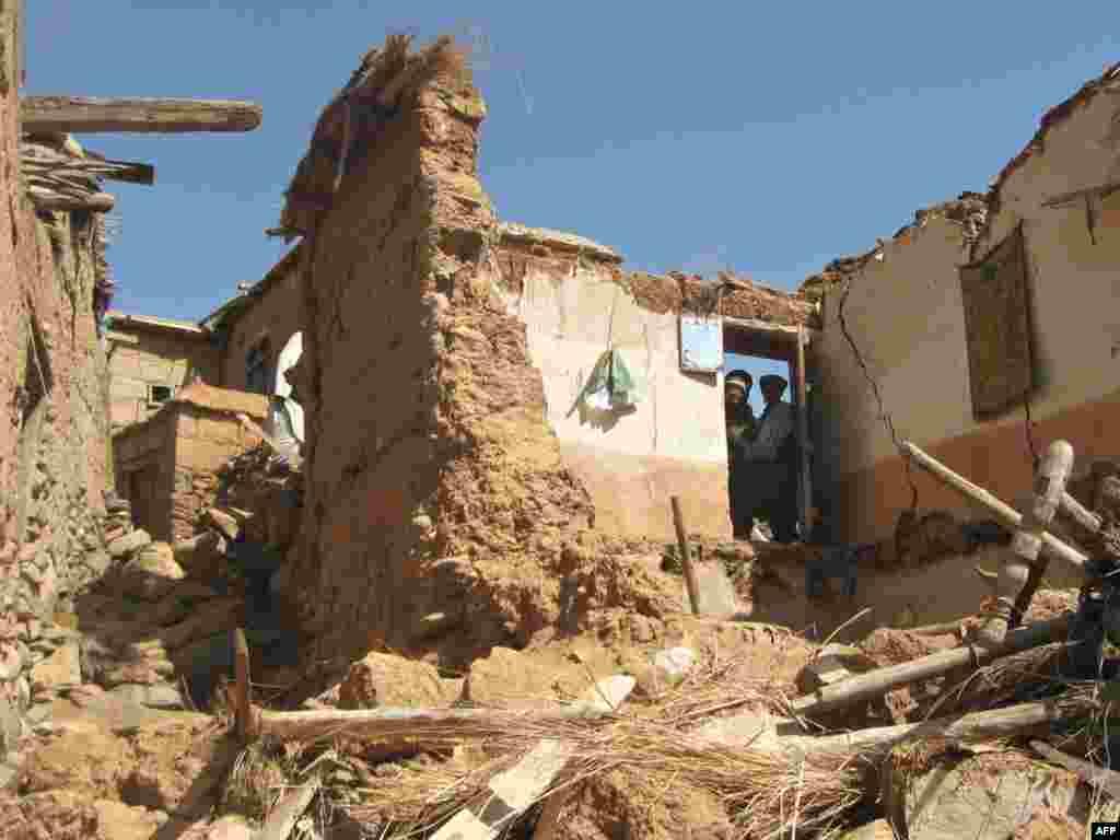 Число жертв землетрясений в Афганистане достигло 22 человек