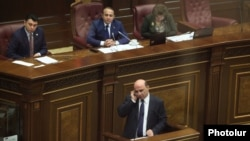 Armenia - Energy Minister Armen Movsisian is questioned by opposition deputies on the parliament floor, 20Dec2013.