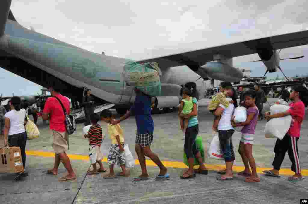 Эвакуация жителей города Таклобан