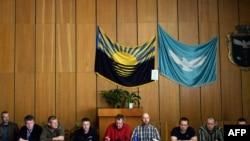 В Славянске захваченные наблюдатели ОБСЕ на пресс-конференции, 27 апреля 2014