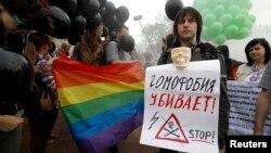 Гей-активист участвует в акции протеста в Санкт-Петербурге. 17 мая 2013 года. Иллюстративное фото.