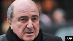 U.K. -- Russian tycoon Boris Berezovsky walks into the High Court in central London, 08Feb2010