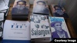 Книги Варлама Шаламова на пражской конференции. Фотография Александра Морозова