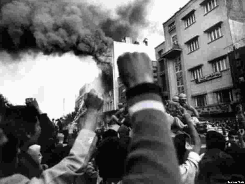 آخرین روزهای انقلاب (روبهروی دانشگاه تهران)
