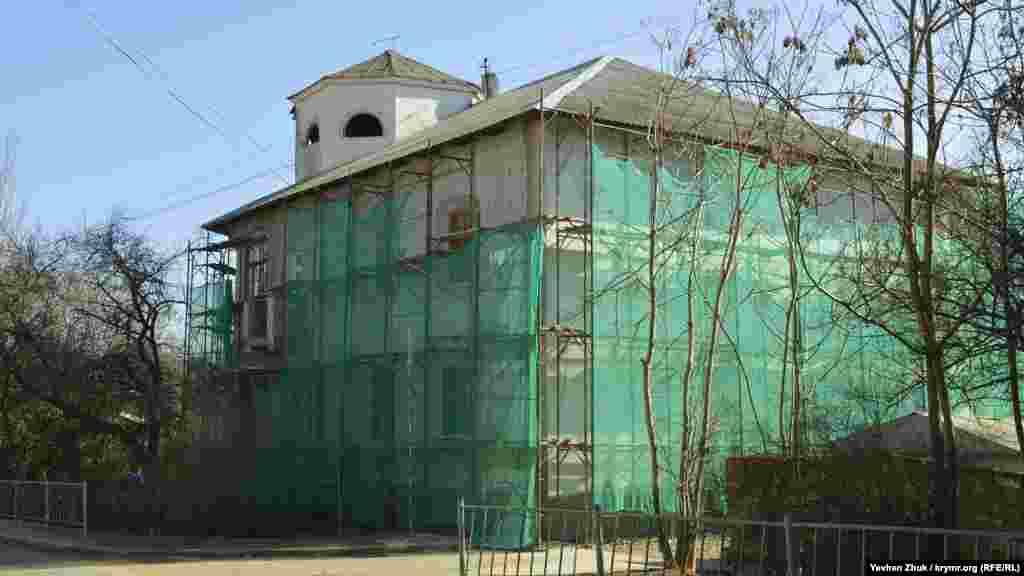 Сусідній будинок уже ремонтують