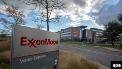 Pamje e hyrjes në selinë e kompanisë Exxon Mobil në Shtetet e Bashkuara