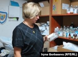 Мария Подыбайло на складе медикаментов в «Новом Мариуполе»