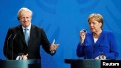 Премьер-министр Британии Борис Джонсон и канцлер Германии Ангела Меркель.