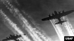 B-17 ბომბდამშენები დიდი ბრიტანეთის თავზე მეორე მსოფლიო ომის პერიოდში