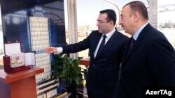 Ադրբեջանի նախագահ Իլհամ Ալիեւը Պետական նավթային հիմնադրամի նոր շենքի հիմնարկեքի արարողության ժամանակ, Բաքու, 29-ը դեկտեմբերի, 2009թ.