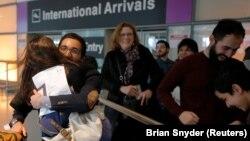 ورود یک دانشجوی ایرانی به بوستون پس از امضای فرمان اول دونالد ترامپ درباره ممنوعیت موقت ورود به آمریکا
