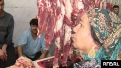 A Tajik woman buys beef at a market in Dushanbe (file photo)