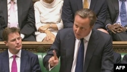 Kryeministri britanik, David Cameron në parlamentin e këtij vendi (Ilustrim)