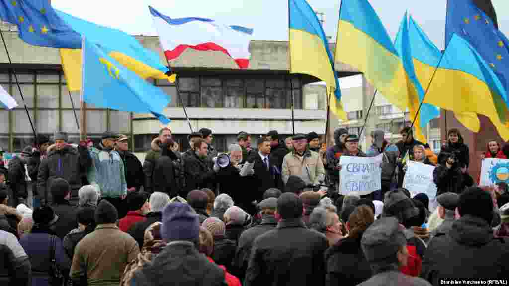 На Євромайдан у Сімферополі приїжджали кримчани з усіх куточків півострова. Зокрема, Євпаторії
