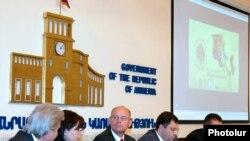 Հայաստանի կառավարությունը եւ «Հազարամյակի մարտահրավեր հիմնադրամ – Հայաստան» կազմակերպությունը հայտարարում են «Գնի'ր հայկականը» արշավի մասին:12-ը հոկտեմբերի, 2009թ.