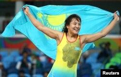 Эльмира Сыздыкова ликует после удачного поединка на Олимпиаде в Рио. 17 августа 2016 года.