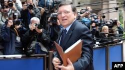 Președintele Comisiei Europene Jose Manuel Barroso sosind la cartierul general al Uniunii Europene de la Bruxelles, 27 iunie 2013.