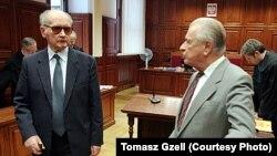 """Ярузельский (слева) и Кищак в суде на слушаниях по делу шахты """"Вуйек"""""""