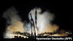 Космічний корабель із трьома астронавтами на борту стартує з космодрому «Байконур» у Казахстані, 21 березня 2018 року