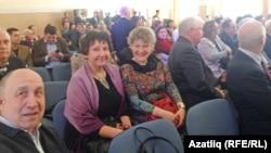 Җырчылар Роза Хәбибуллина (с) һәм Наилә Фатехова